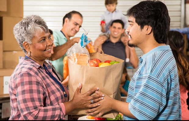 Do you have an hour to help seniors in Kansas City, KS get healthy food this month?